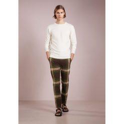 Spodnie męskie: Vivienne Westwood TARTAN CLASSIC TROUSER Spodnie materiałowe camu