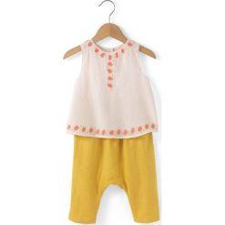 Komplet spodnie + koszulka z okrągłym dekoltem i nadrukiem. Żółte bluzki dziewczęce marki La Redoute Collections, z nadrukiem, z bawełny, z okrągłym kołnierzem, z krótkim rękawem. Za 83,12 zł.