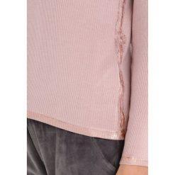 Dimensione Danza MAGLIA COSTINA Bluzka z długim rękawem powder. Czerwone bluzki asymetryczne Dimensione Danza, l, z elastanu, z długim rękawem. W wyprzedaży za 194,35 zł.