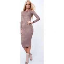 Sukienka z wytłaczanego materiału z półokrągłym dekoltem beżowa 6583. Brązowe sukienki z falbanami Fasardi, l. Za 54,00 zł.