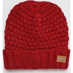 Pepe Jeans - Czapka. Czerwone czapki zimowe damskie Pepe Jeans, na zimę, z dzianiny. Za 119,90 zł.