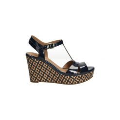 Sandały Clarks  SANDAŁY  AMELIA ROMA 26117473. Brązowe sandały trekkingowe damskie marki Clarks. Za 219,99 zł.