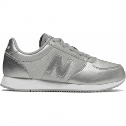 New Balance KL220GIY. Szare buty sportowe chłopięce New Balance, z materiału. W wyprzedaży za 169,99 zł.