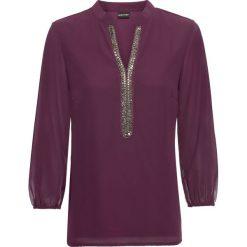 Bluzka szyfonowa bonprix ciemny lila. Fioletowe bluzki z odkrytymi ramionami marki bonprix, z aplikacjami, z szyfonu, z dekoltem w serek. Za 109,99 zł.
