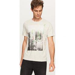 T-shirt z grafiką - Jasny szar. Szare t-shirty męskie Reserved, l. Za 29,99 zł.