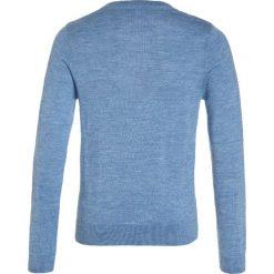 Lacoste Sweter nuage chine. Niebieskie swetry chłopięce marki Lacoste, z materiału. W wyprzedaży za 246,75 zł.