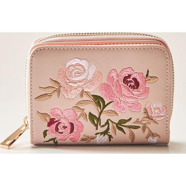 a1a93e966cb84 Portfel z kwiatowym haftem - Różowy - Czerwone portfele damskie marki  House