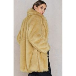 Bomberki damskie: Rebecca Stella Długa kurtka ze sztucznego futra - Brown,Beige