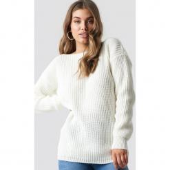 Glamorous Sweter z odkrytymi plecami - Offwhite. Szare swetry klasyczne damskie Glamorous, z dzianiny, z dekoltem na plecach. Za 141,95 zł.