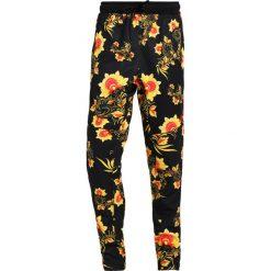 Spodnie dresowe męskie: Nike Sportswear TRIBUTE Spodnie treningowe tour yellow/black/university red