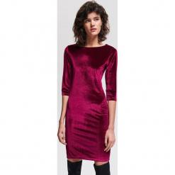 Welurowa sukienka - Bordowy. Czerwone sukienki marki Reserved, l, z weluru. Za 79,99 zł.