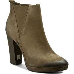 Botki CARINII - B3783 I43-000-PSK-B87. Zielone buty zimowe damskie Carinii, z materiału, na obcasie. W wyprzedaży za 269,00 zł.
