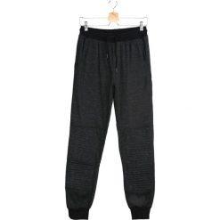 Szare Spodnie Dresowe High On the Hog. Czarne spodnie dresowe męskie marki Born2be, l, z aplikacjami, z dresówki. Za 24,99 zł.