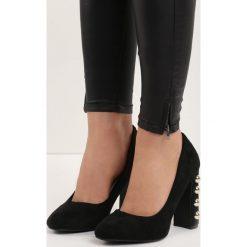 Czarne Czółenka True Love. Czarne buty ślubne damskie Born2be, w paski, na wysokim obcasie, na płaskiej podeszwie. Za 59,99 zł.