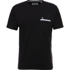 T-shirty męskie z nadrukiem: Original Penguin TAPE POCKET TEE Tshirt z nadrukiem true black