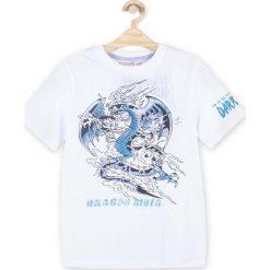 Coccodrillo - T-shirt dziecięcy 128-158 cm. Białe t-shirty chłopięce z nadrukiem marki COCCODRILLO, m, z bawełny, z okrągłym kołnierzem. Za 45,90 zł.