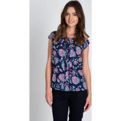 Bluzki damskie: Granatowa bluzka w geometryczne kwiaty QUIOSQUE
