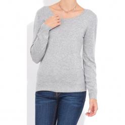 Sweter w kolorze szarym. Szare swetry klasyczne damskie marki William de Faye, z kaszmiru, z dekoltem na plecach. W wyprzedaży za 136,95 zł.