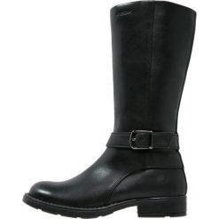 Geox SOFIA Kozaki black. Niebieskie buty zimowe damskie marki Roxy, z tworzywa sztucznego, na wysokim obcasie. W wyprzedaży za 285,35 zł.