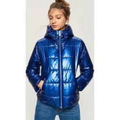 Bomberki damskie: Pikowana kurtka z metalicznym połyskiem - Niebieski
