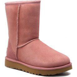 Buty UGG - W Classic Short II 1016223 W/Pdw. Szare buty zimowe damskie marki Ugg, z materiału, z okrągłym noskiem. Za 899,00 zł.