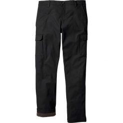 Spodnie bojówki ocieplane Regular Fit Straight bonprix czarny. Czarne bojówki męskie bonprix. Za 159,99 zł.