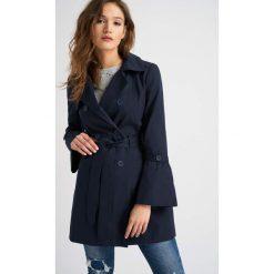 Płaszcze damskie pastelowe: Płaszcz z falbanami na rękawach