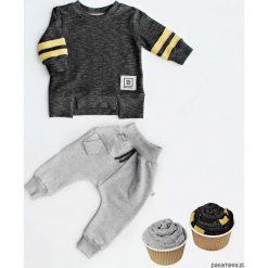 Bluza street black + spodnie baggy. Czerwone bluzy niemowlęce marki Pakamera, z dzianiny. Za 99,00 zł.