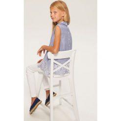 Bluzki dziewczęce: Prążkowana bluzka z ażurowym haftem - Niebieski