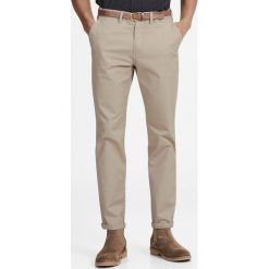 Spodnie chino fason slim z paskiem Jjicody. Szare chinosy męskie marki Jack & Jones, z bawełny. Za 176,36 zł.
