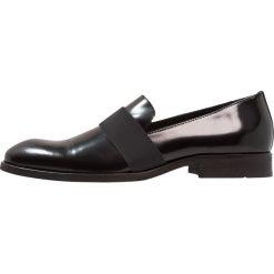 KIOMI Eleganckie buty black. Czarne buty wizytowe męskie marki KIOMI, z materiału. Za 379,00 zł.
