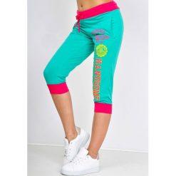 Spodnie dresowe damskie: Dresowe bermudy z nadrukiem handsome