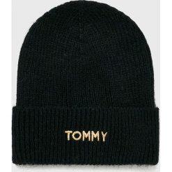 Tommy Hilfiger - Czapka. Czarne czapki damskie TOMMY HILFIGER, na zimę, z dzianiny. Za 199,90 zł.