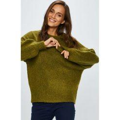 Medicine - Sweter Hand Made. Brązowe swetry klasyczne damskie MEDICINE, l, z dzianiny, z okrągłym kołnierzem. Za 139,90 zł.
