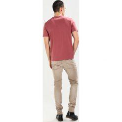 T-shirty męskie: Lyle & Scott CREW NECK Tshirt basic dark red