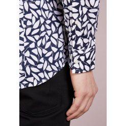 Michael Kors TRIM STRETCH GIANT LEAF  Koszula midnight. Niebieskie koszule męskie marki Polo Ralph Lauren, m, z bawełny, polo. Za 509,00 zł.