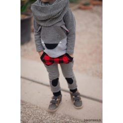 Komplet dla dziecka Wilczek, niemowlę. Czerwone spodnie niemowlęce marki DOMYOS, z nadrukiem, z bawełny. Za 159,00 zł.