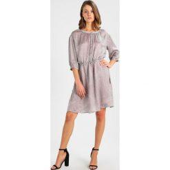 Sukienki hiszpanki: And Less FILIPPA DRESS Sukienka koszulowa wetwheater