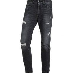 Calvin Klein Jeans HOLLIS Jeansy Slim Fit denim. Niebieskie jeansy męskie relaxed fit marki Calvin Klein Jeans. W wyprzedaży za 356,95 zł.