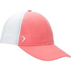 Czapka damska CAD601 - łososiowy - Outhorn. Czerwone czapki z daszkiem damskie Outhorn, na lato, z materiału. W wyprzedaży za 29,99 zł.