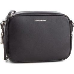 Torebka CALVIN KLEIN JEANS - Passenger Camera Bag K40K400616 001. Czarne listonoszki damskie Calvin Klein Jeans, z jeansu. Za 399,00 zł.