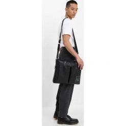 Calvin Klein Jeans COATED PORTFOLIO Aktówka black. Czarne aktówki męskie marki Calvin Klein Jeans, z jeansu. Za 719,00 zł.