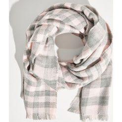 Kraciasty szalik z frędzlami - Różowy. Czerwone szaliki damskie marki Sinsay. Za 39,99 zł.