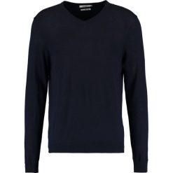 Swetry klasyczne męskie: KIOMI Sweter  dark blue