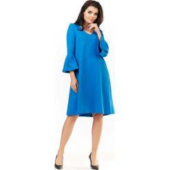 Niebieska Sukienka Wizytowa o Luźnym Kroju z Falbankami przy Rękawach. Niebieskie sukienki dzianinowe Molly.pl, na co dzień, l, wizytowe, z falbankami, w kształcie a. Za 139,90 zł.