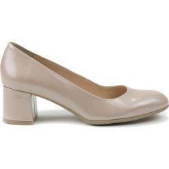 Buty ślubne damskie: Skórzane czółenka w kolorze cielistym