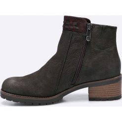 Marco Tozzi - Botki. Czarne buty zimowe damskie Marco Tozzi, z materiału, z okrągłym noskiem, na obcasie. W wyprzedaży za 169,90 zł.