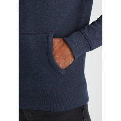 Tommy Jeans BASIC Bluza z kapturem black iris. Niebieskie bluzy męskie rozpinane Tommy Jeans, m, z bawełny, z kapturem. Za 399,00 zł.