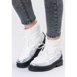 Białe Śniegowce No Need. Białe buty zimowe damskie vices, z okrągłym noskiem, na obcasie. Za 139,99 zł.