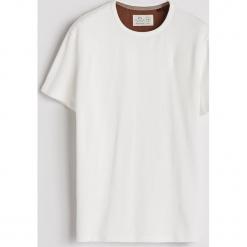 Gładki T-shirt - Kremowy. Białe t-shirty męskie marki Reserved, l, w kropki. Za 59,99 zł.